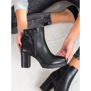 Dámske členkové topánky 67814