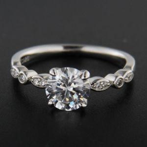 Strieborný prsteň 51645